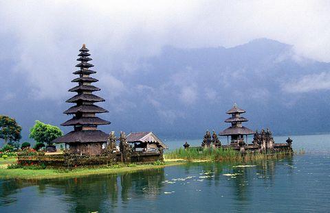 о. Бали, Храм на озере Братан