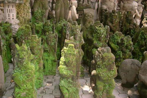 о. Бали, Статуи