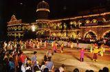 Куала Лумпур, Представление для туристов